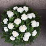 egyszerű fehér virágos sírkoszorú
