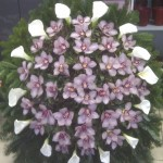 Orchidea kegyeleti koszorú készítése