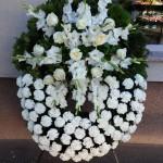 Kardvirág-kála fehér álló koszorú