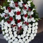 Félköríves görög koszorú fehér királyliliom